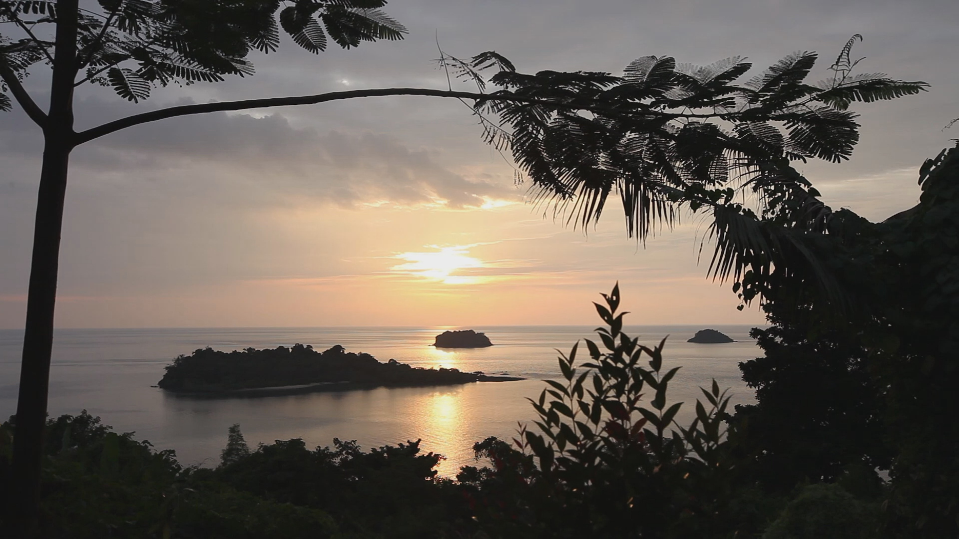 little island sunset screensaver - delight in secluded cambodja