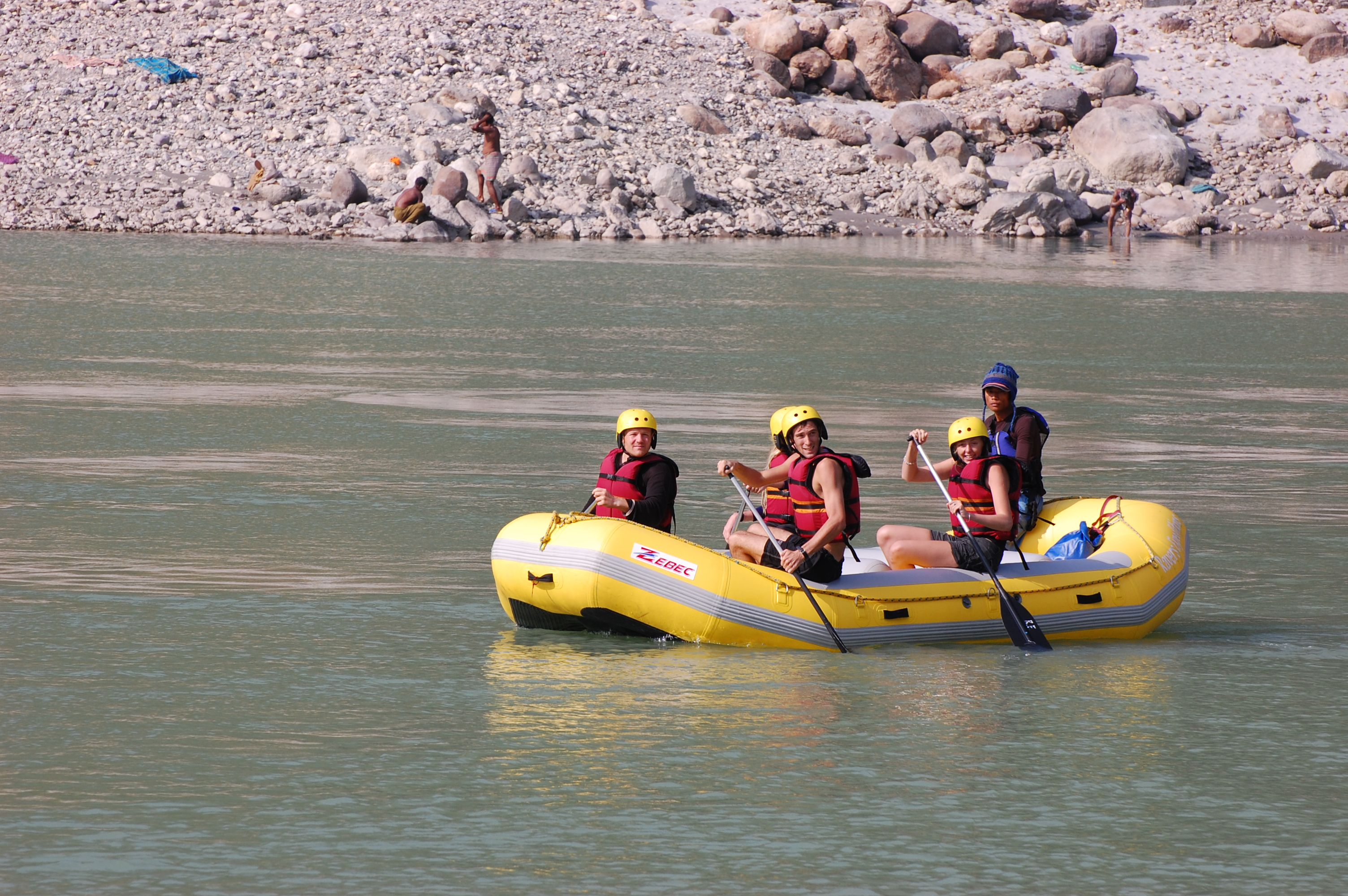 Click this image to download full resolution ganga-river-rafting